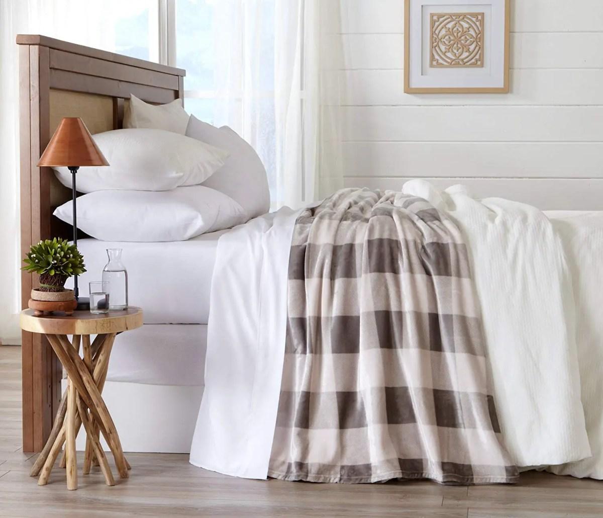 Buffalo Check: Black & White Year-Round Home Decor Ideas