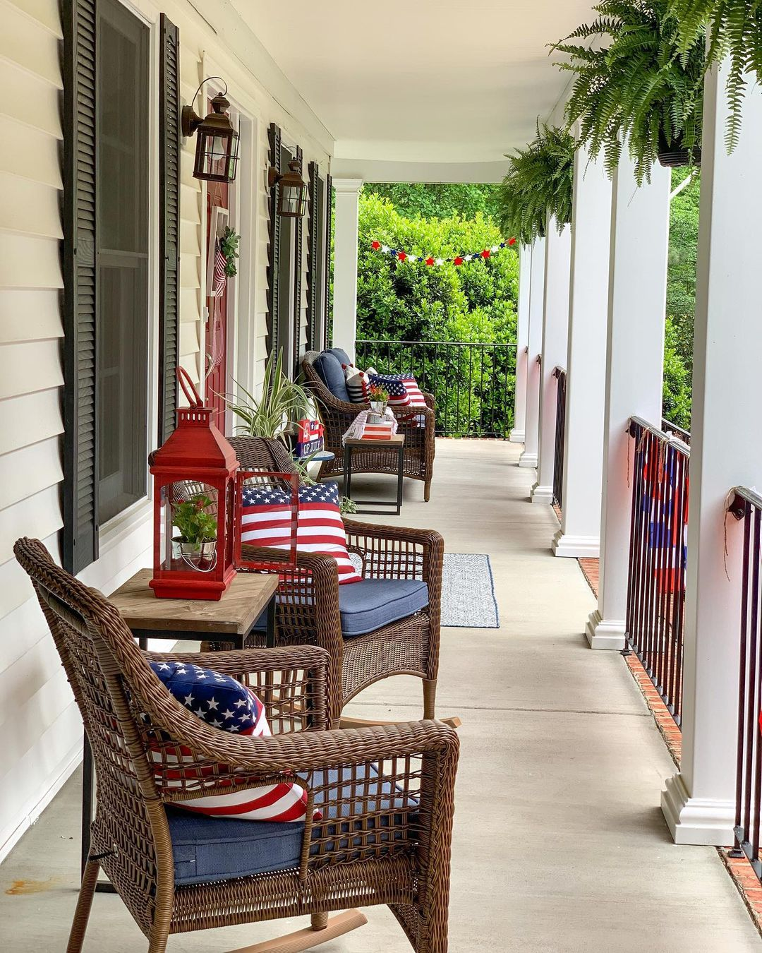 Fourth-of-July-Front-Porch-Decor