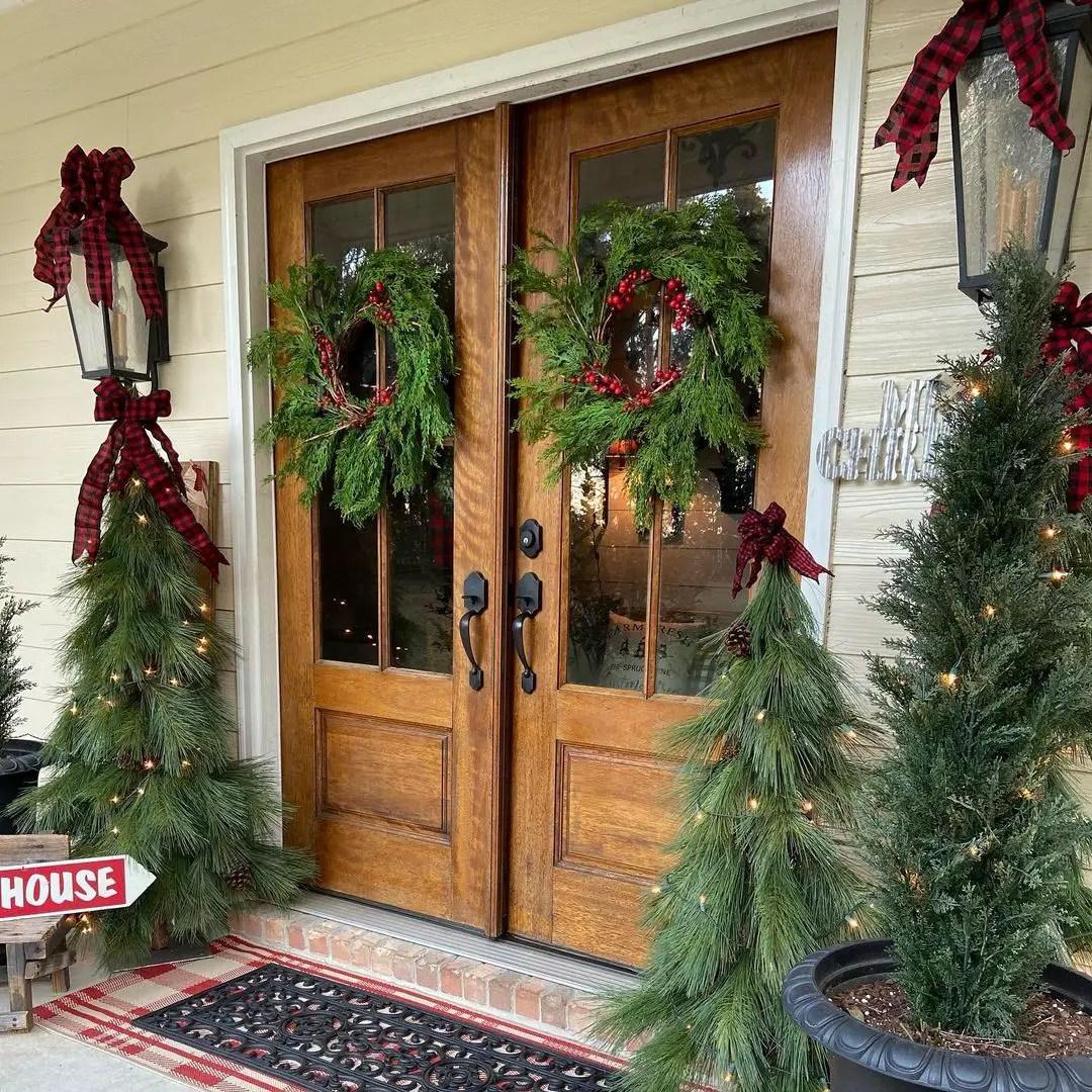 Christmas-front-porch-decor