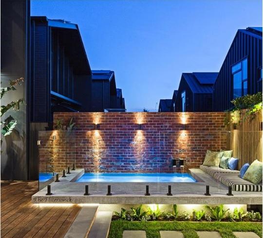 Guía definitiva para diseñar la iluminación de un jardín con piscina