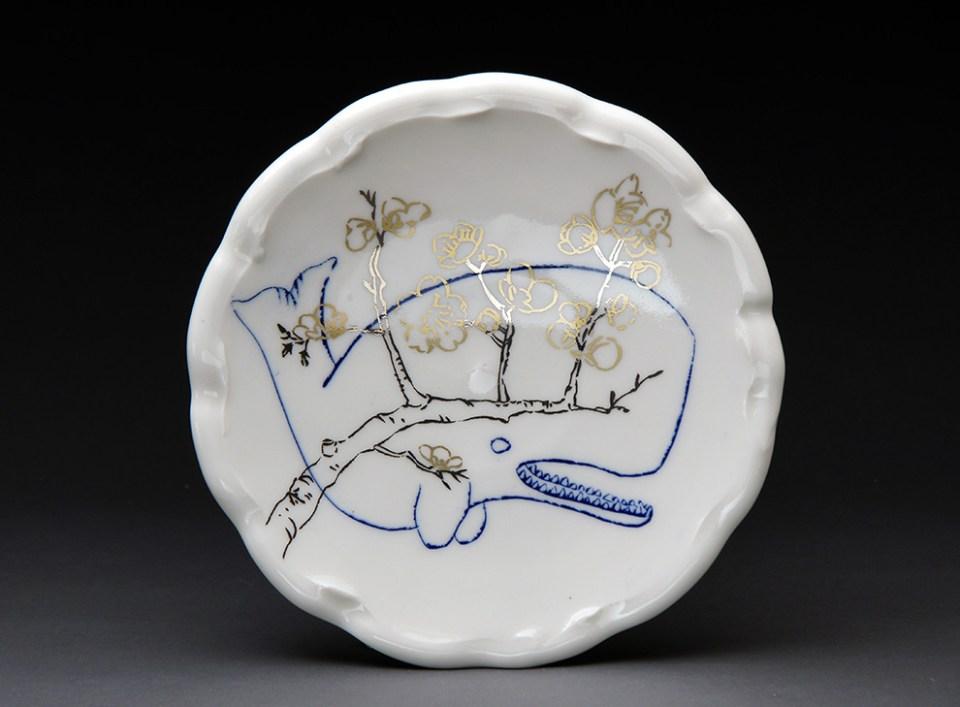 Ayumi-Horie-whale-cherry-blossom-plate