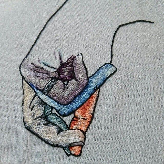 broderie - main colorée