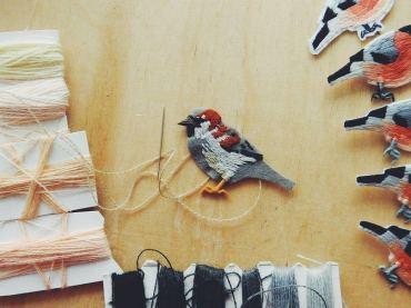 Oiseau en cours de broderie - Lera Petunia