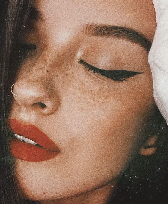 Rouge à lèvres et eye liner
