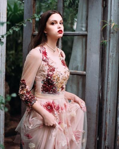 Katerina Marchenko - Broderie sur tulle - Robe 1
