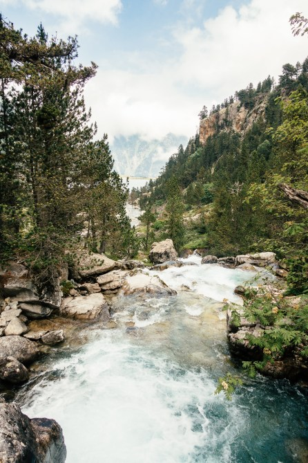 Cascade au dessus du lac de Gaube - Pyrénées