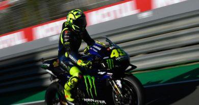 LIVE MotoGP, Test Jerez 2019 in DIRETTA: 26 novembre, Day 2. Si torna a girare dopo lo stop, Marquez sempre in vetta, Rossi 10°