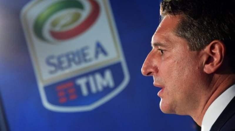 """Serie A, l'audio rubato di De Siervo: """"Cori razzisti? Spegniamo i microfoni così non si sentono"""""""