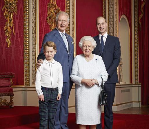 Nuova foto di Elisabetta e suoi 3 eredi