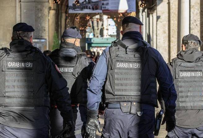 Napoli, arrestati cinque carabinieri: corruzione e rivelazione di segreti