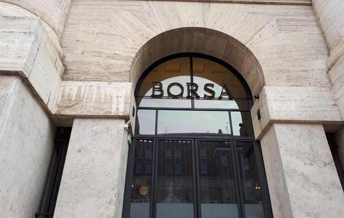Borsa: Milano chiude in rialzo (+0,5%)