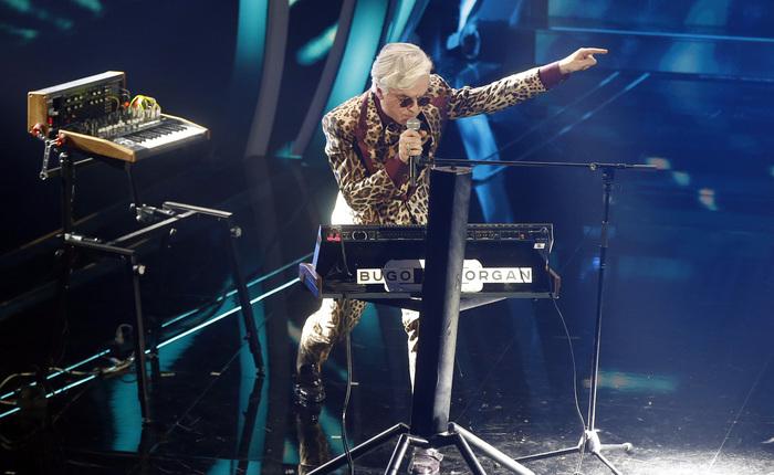 Sanremo: Bugo abbandona, stop a esibizione Morgan