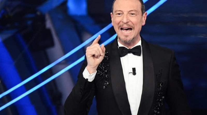 """Sanremo 2020, Amadeus si commuove: """"Sono l'uomo più felice del mondo"""""""