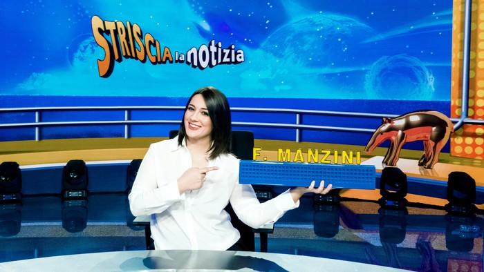 Francesca Manzini su Banco Striscia da 2 marzo con Scotti