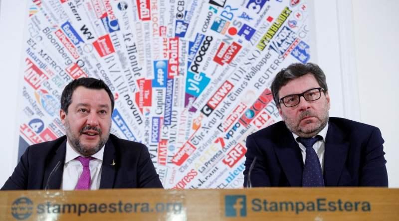 """Ue, Salvini: """"O cambia o non ha senso ed è meglio fare come gli inglesi"""". Poi frena sull"""
