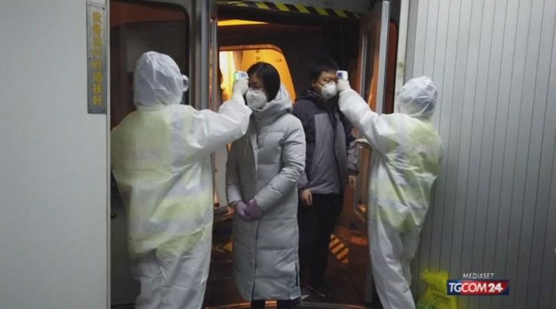 """Coronavirus, Rossi: """"2.500 cinesi stanno rientrando in Toscana dalla Cina""""   Di Maio: """"Pronto un volo per gli italiani bloccati sulla nave da crociera in Giappone"""""""