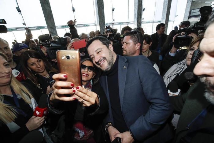 Salvini: l'aborto non è rimedio a uno stile di vita incivile