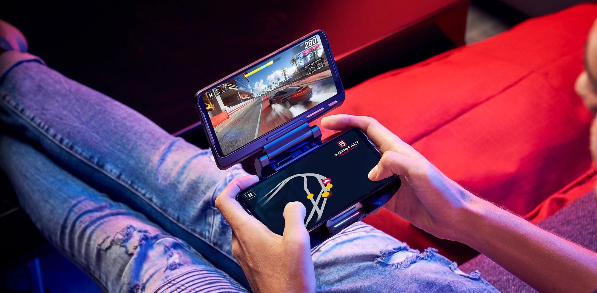 ROG Phone II SuperPack disponibile da oggi: una valigia dei sogni per il gaming mobile