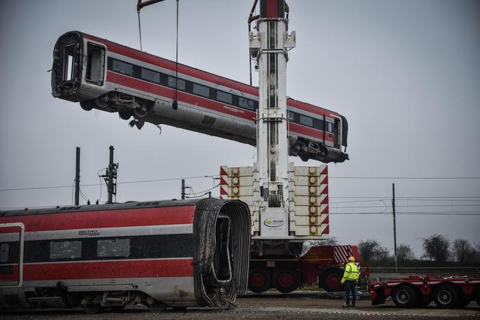 Treno deragliato, altri 11 indagati