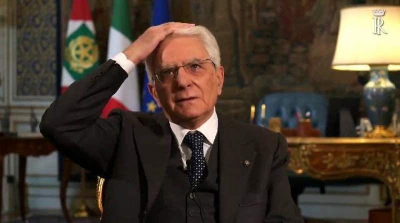 """Nel fuorionda di Mattarella, l'umanità del presidente: """"Giovanni, non vado dal barbiere neanch'io"""""""