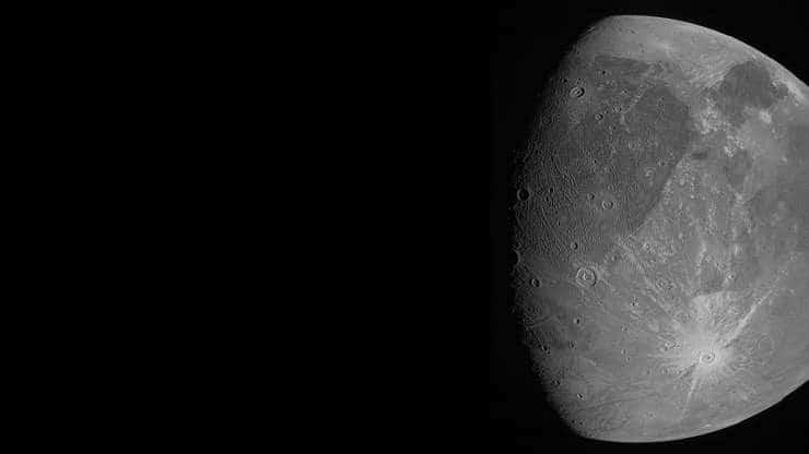 Giove. Dal sorvolo della sonda Juno le prime immagini di Ganimede