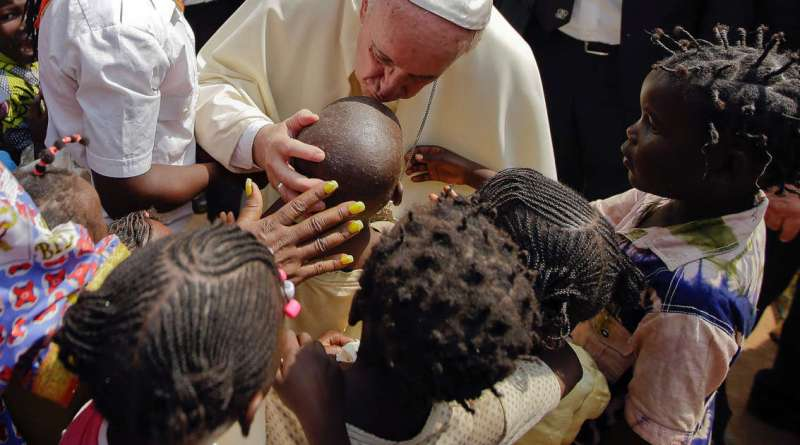 """Papa: """"No al lavoro minorile, i bambini sono il futuro della famiglia umana"""""""