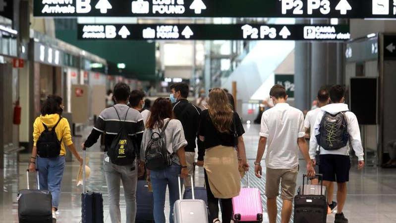 """Covid, la variante Delta all'estero fa paura: un italiano su 3 sceglie la vacanza a """"km zero"""""""
