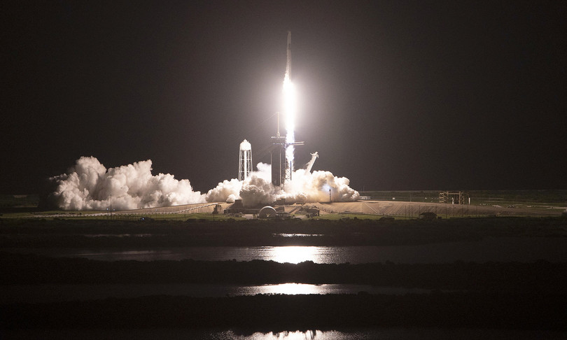 È decollato Space X: 4 civili sono in viaggio nello spazio, nessun astronauta a bordo