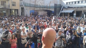 Il MoVimento 5 Stelle strabordante in piazza Cesare Battisti
