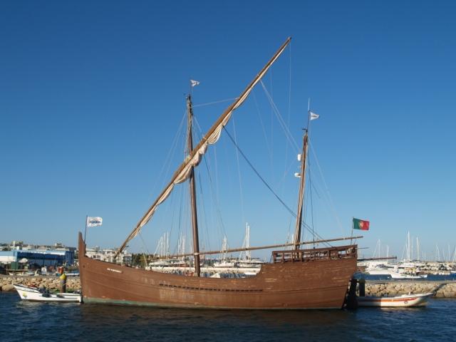 Algarve: sol, bacalhau, mar, praia, sardinhas, vinho verde, pão, azeitonas e manteiga …
