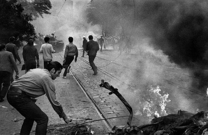 Josef-Koudelka-1968-Tres-Bohemes