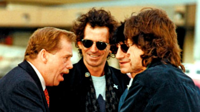 Vaclav-Havel-and-Rolling-Stones-at-Airport