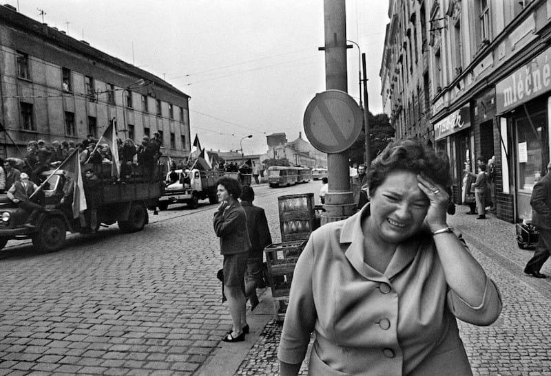 Woman-Josef-Koudelka-Tres-Bohemes