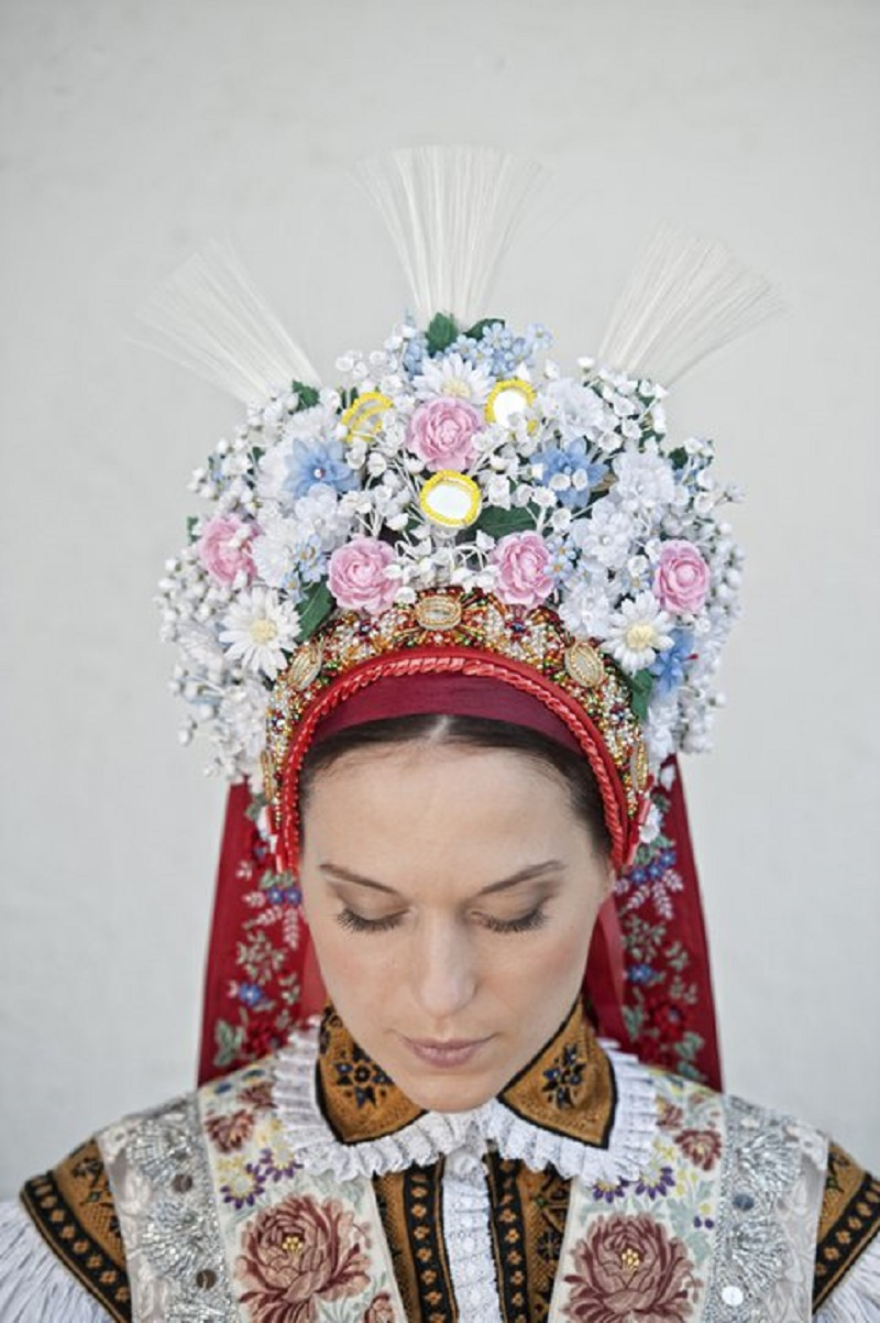 Pentlení bridal head wear, c.1890, reconstruction. Photo Dan Vojtěch.
