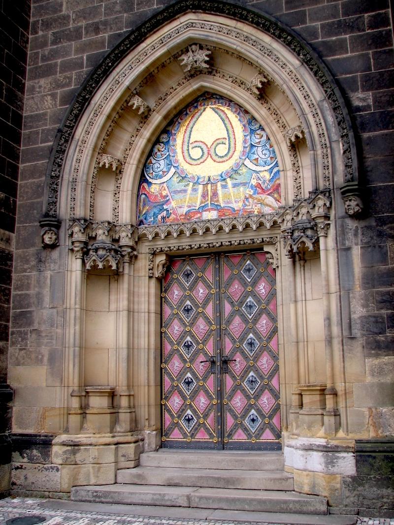 The doors of prague tres bohemes for Door z prague