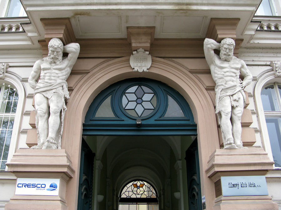 Sculptures-Prague-Tres-Bohemes-2