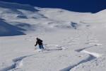 Lorenzo in discesa dal monte Sossino su neve  superlativa.