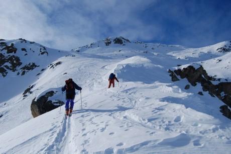 La Cima da Murtaira 2858 m poco sopra alla quota 2500 m, con a sinistra la quota 2611 m.
