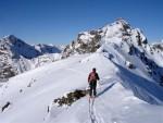 Gianluca nell'ultimo tratto prima della Cima Riacci con il Pizzo Campaccio 3143 m.