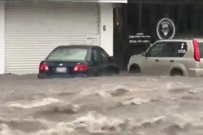 Lluvias provocan destrozos en Colima