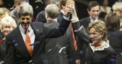 KERRY AND CLINTON RAISE THEIR HANDS AT JEFFERSON JACKSON DINNER IN DES MOINES.