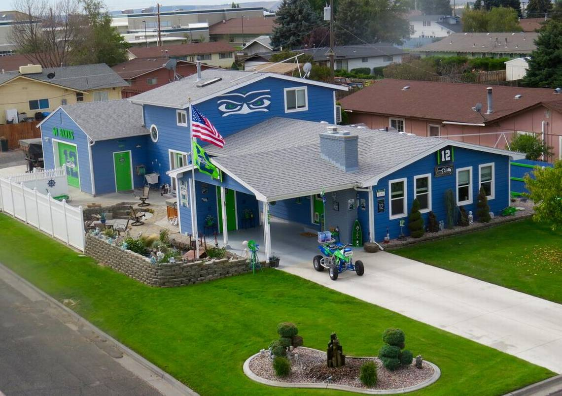 Seahawks Decorated House Decoratingspecial Com