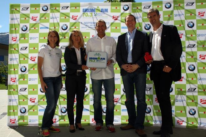 v.l. IRONMAN-Rookie Martina Locher, Mag. Renate Ecker, Werner Dannhauser, Mag. Georg Segl, Helge Lorenz