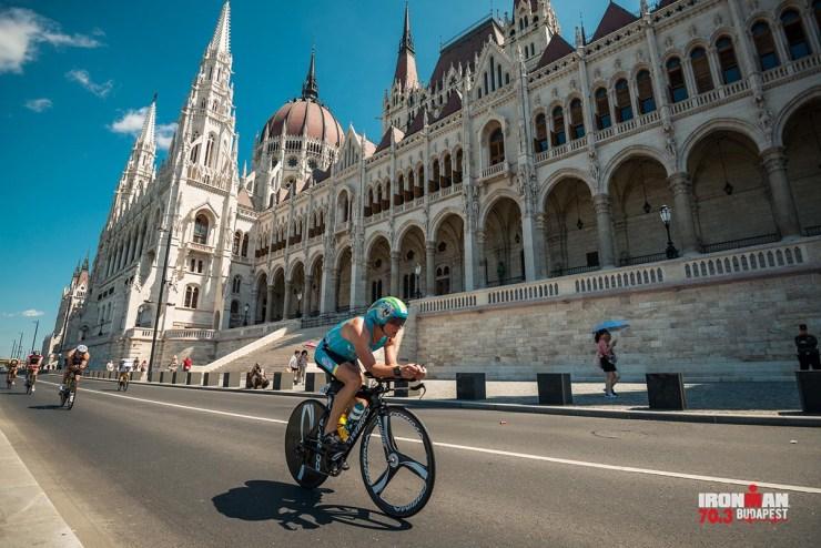 In der zweiten Runde konnte ich mich absetzen und zumindest einen Teil der Strecke fair fahren - Bild (c) IRONMAN 70.3 Budapest / Vanik