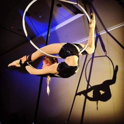 Ulia O'Hara is an exceptional contortionist, aerialist, and teacher. She has trained at Ecole National de Cirque in Montreal, and currently works as a full time performer with the Raleigh entertainment company Elevate.