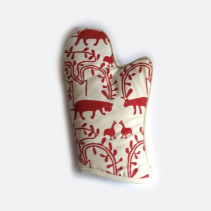 Red and White Lion Art-i-San Oven Glove