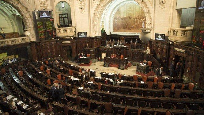 MP recebe questionamento sobre reeleição na presidência da Alerj