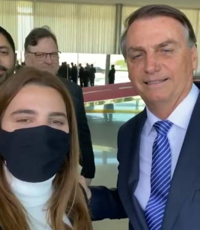 Em vídeo com Clarissa Garotinho, Bolsonaro anuncia visita a Campos