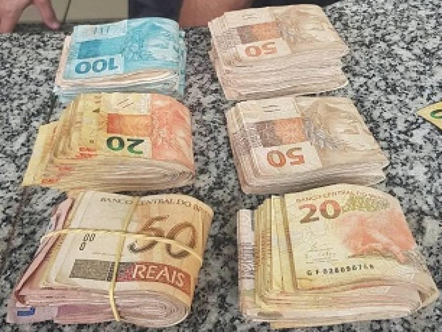Suspeito é detido com mais de R$ 13 mil dentro de carro, em SJB