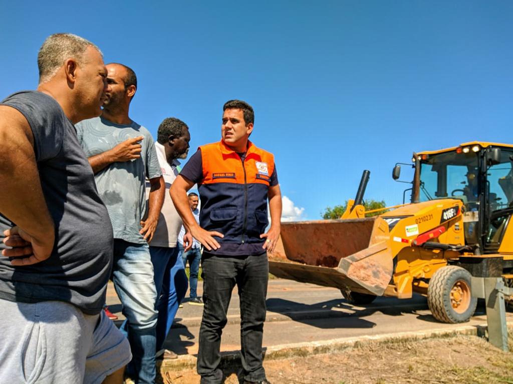 Rafael Diniz vistoria ações de contenção e prevenção em Três Vendas